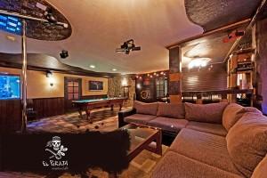 Большой комфортный диван для дружной компании!