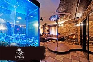 Огромный аквариум на 800 литров, создает атмосферу расслабления и умиротворения!